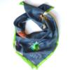 Kép 1/3 - Bugs közepes méretű selyemkendő