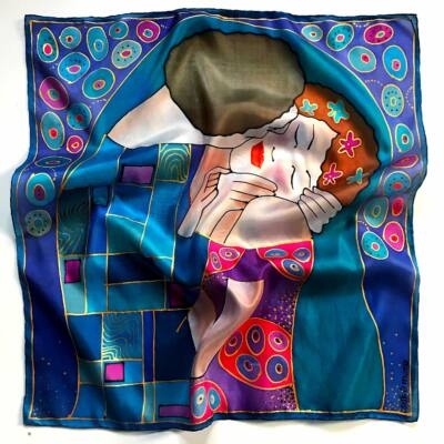 Klimt a Csók lila árnyalatú kicsi selyemkendő