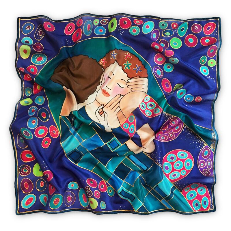 Klimt a Csók lila árnyalatú selyemkendő