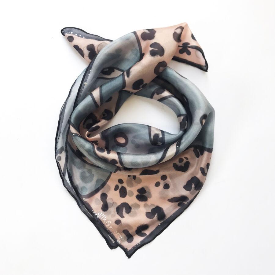 Pálma ocelot mintás púder-szürke selyemkendő